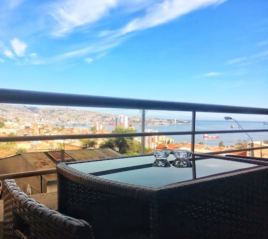 Beautiful view to Valparaiso. Private Apartment.