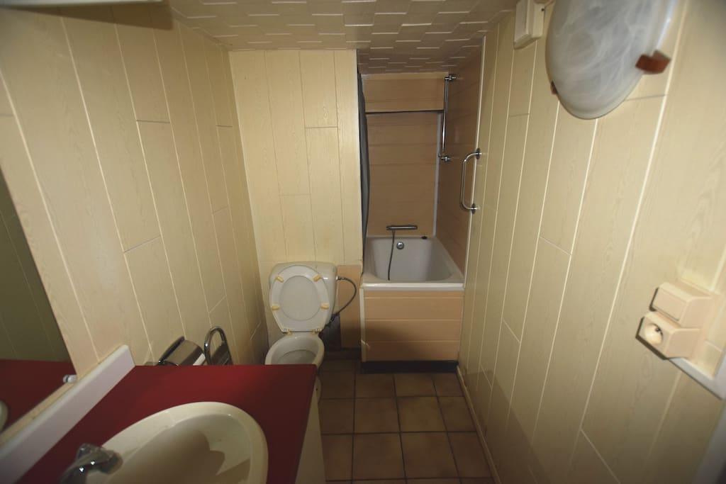 Et pour finir la salle de bain