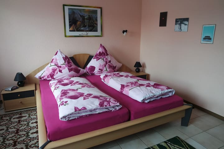 Schlafzimmer 20qm, Bett 1,80x2,00