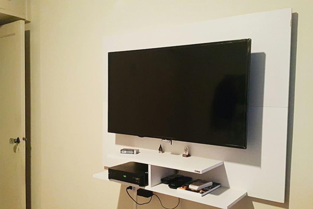 Smart TV com TV a cabo.