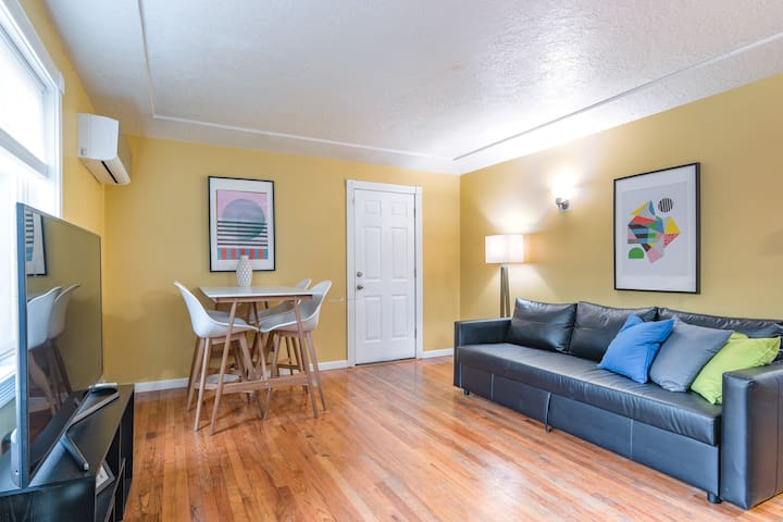 Comfortable 2-Bedroom Apartment in Foster-Powell