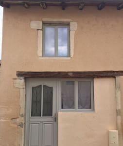Appartement (maison indépendante) à 5 mn de l'A6 - Appartamento