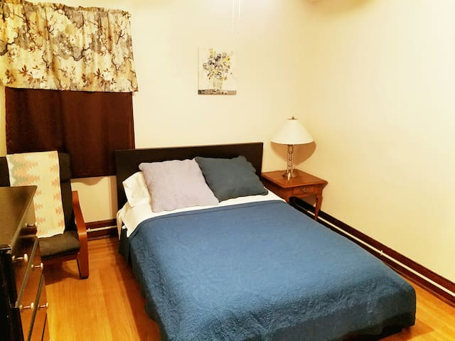 Large 1 bedroom Apartment near UC, Hospitals, Zoo