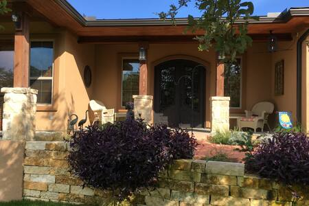 Lake Travis Waterfront House Within Gated Estate - オースティン