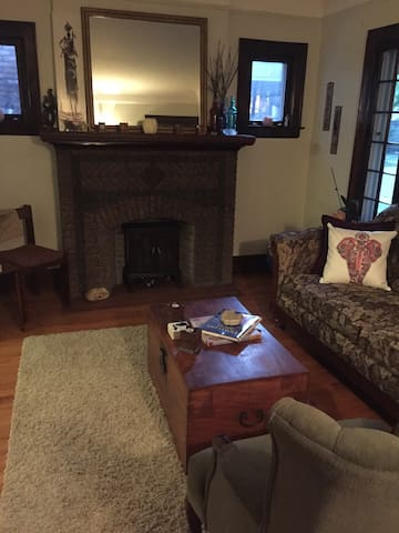 Fabulous 1920's bottom loft - Ferndale - Apartment
