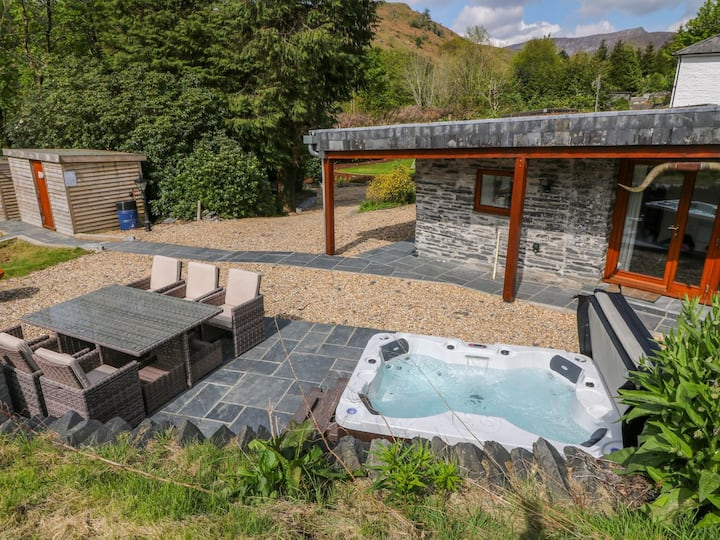 Stunning Lodge located in rural Wales