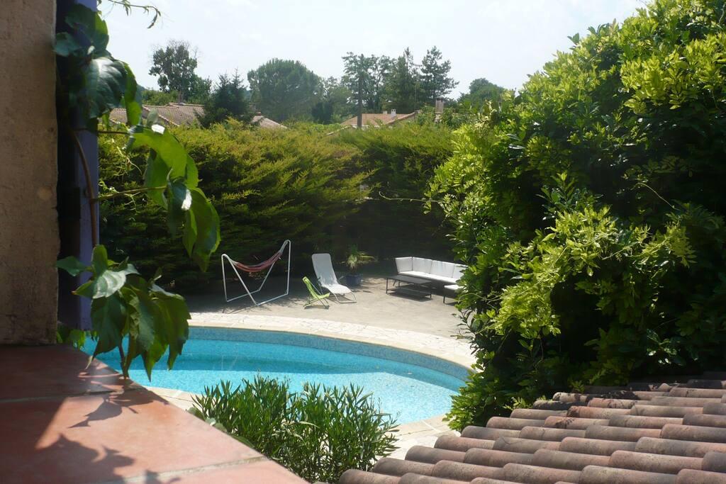 vue sur la piscine, de la grande mezzanine