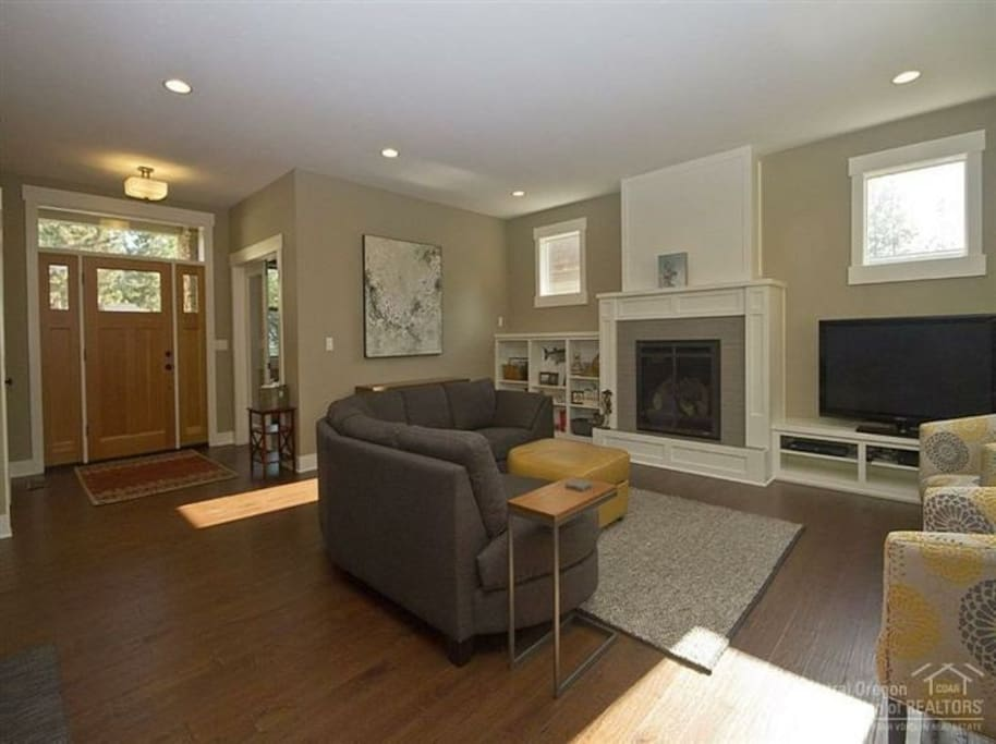 Open and bright living room with gas fireplace.