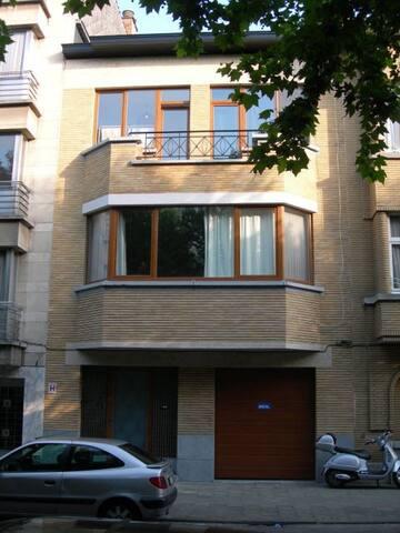 Art Deco house with garden - Sint-Jans-Molenbeek - House