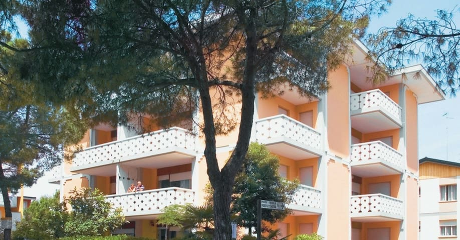 apt for 5+1 persons with a/c in Bibione R38300