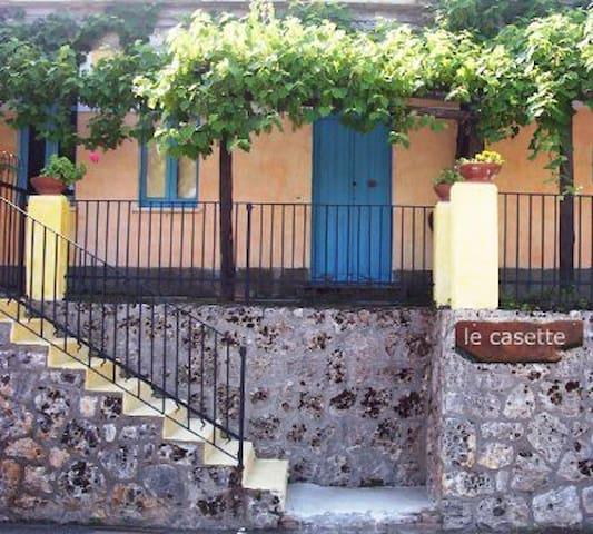 apt whit garden 2 km from grotticelle beach - Ricadi - Appartement