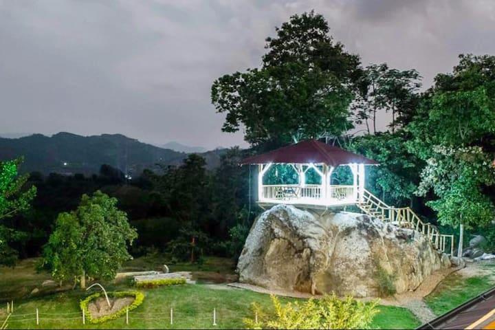 Finca El Castillo inn ideal para familias y amigos - Cachipay - Huis