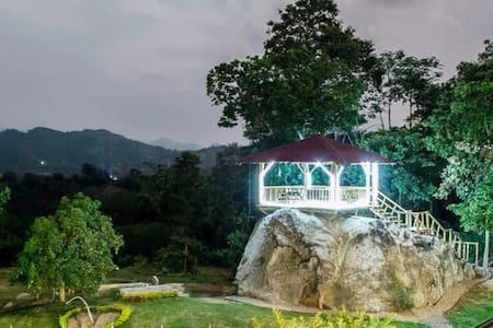 Finca El Castillo inn ideal para familias y amigos - Cachipay