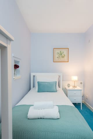 The cozy single bedroom is perfect when travelling with friends or family