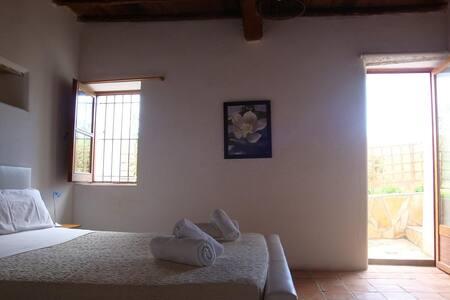 habitacion doble n3 con baño y terraza propia