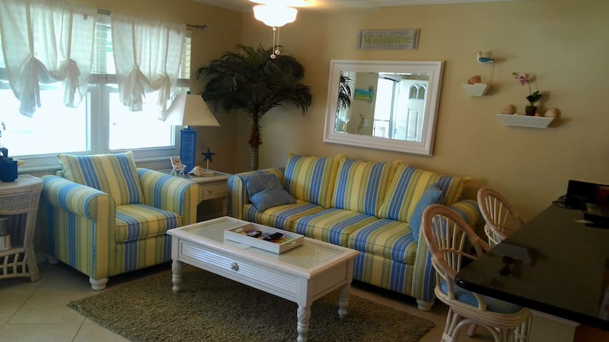 KEY WEST STYLE CONDO - Indian Rocks Beach - Apartament