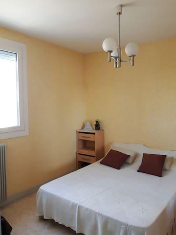 Chambre au calme avec SDB -appt clair - Le Passage - Apartamento