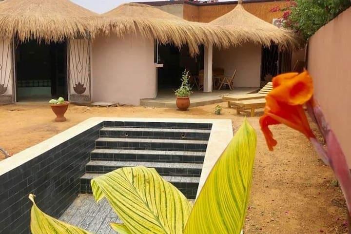 Charmante villa neuve avec piscine et au calme