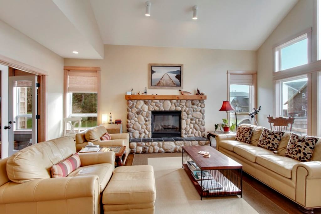 Upstairs Living Room with Gas Fireplace