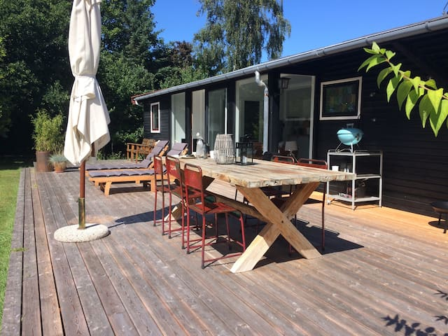 Dejligt sommerhus med skøn terrasse - Græsted - House