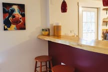 A live edge counter top separates the kitchen and dining room.