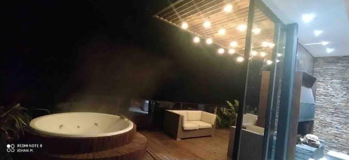 Guatape's Coziest Lakeside Villa