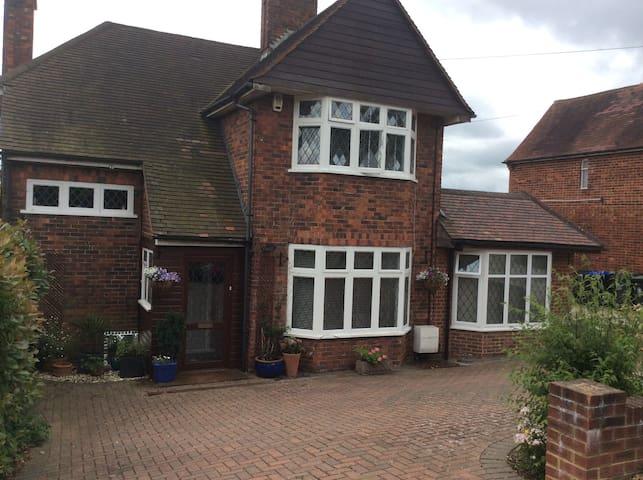 Large family home in quiet residential village - Denham