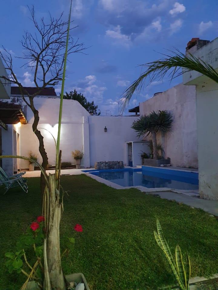 Hermosa casa para grupos en el centro de Parana