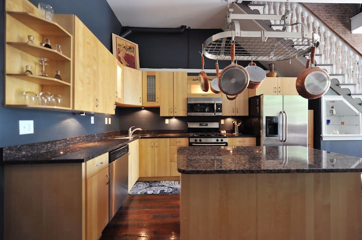 Granite countertops, gas stove, dishwasher, frig