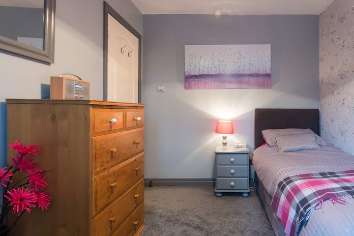 Lovely single room in Idle
