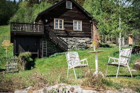 Cabin on a secluded old farm in Valdres.