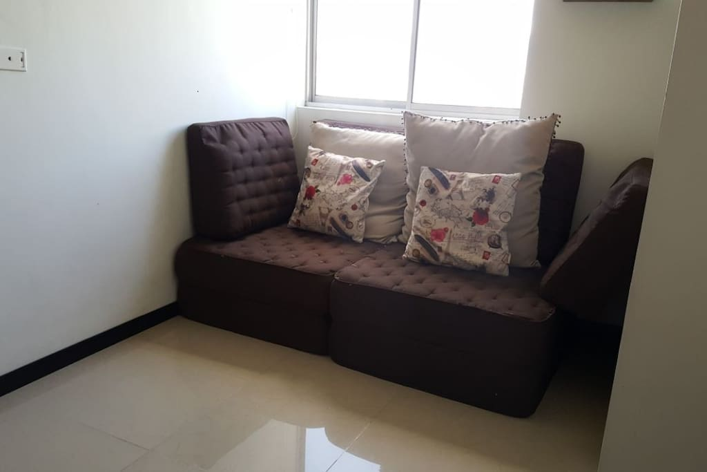 TV room with sofabed, Sala de TV con sofacama