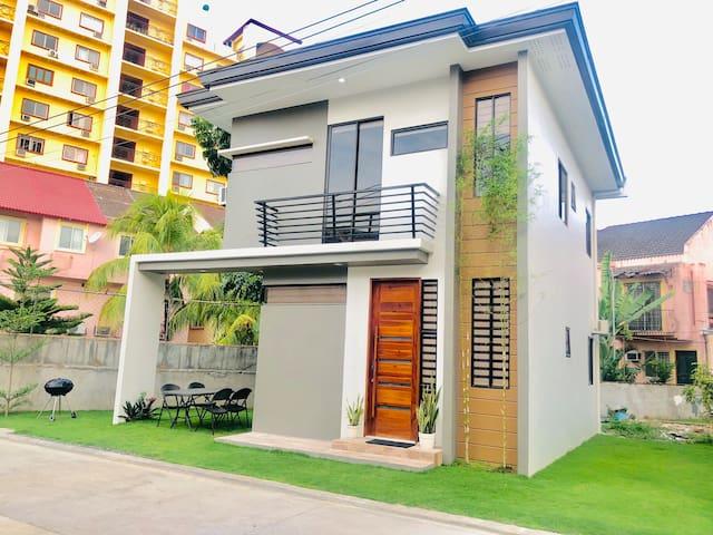 4 bedroom house near Fuente Osmeña Circle