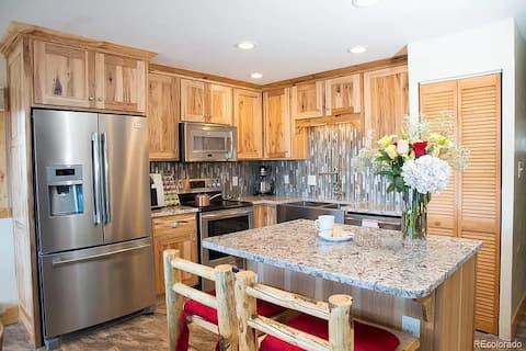 Spectacular Yampa Views in Updated Condo