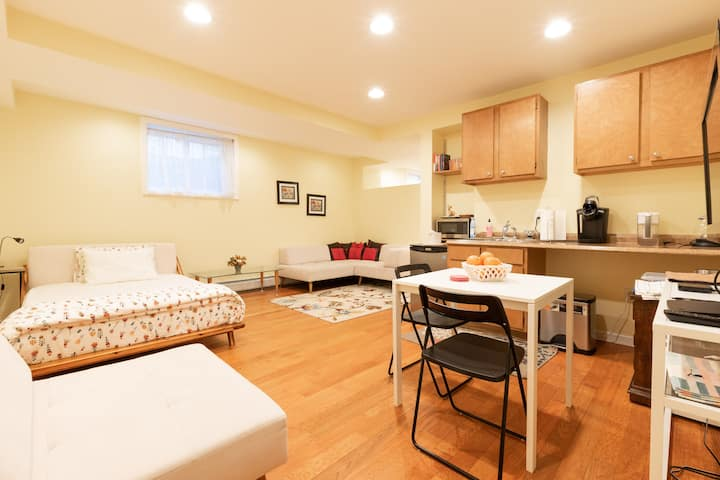 Edgewater apartment 20 minutes from Manhattan