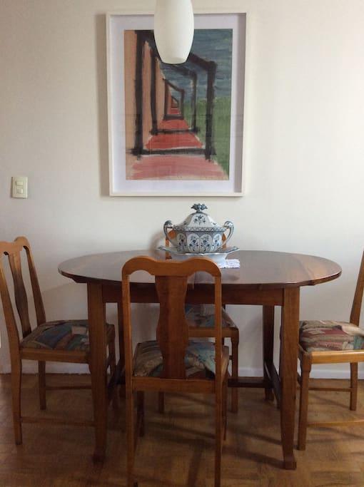 Mesa de jantar com cinco cadeiras