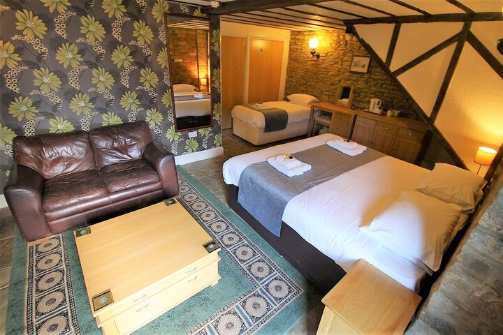 Triple Deluxe Ensuite Room@The Kings Arms