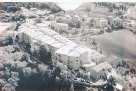 All'interno del Castello di Canneto - Wohnung
