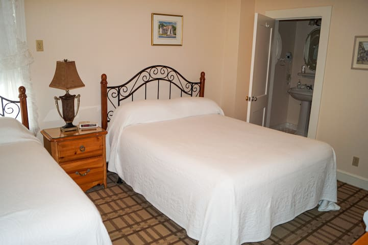 Private Room in B&B- Room 111