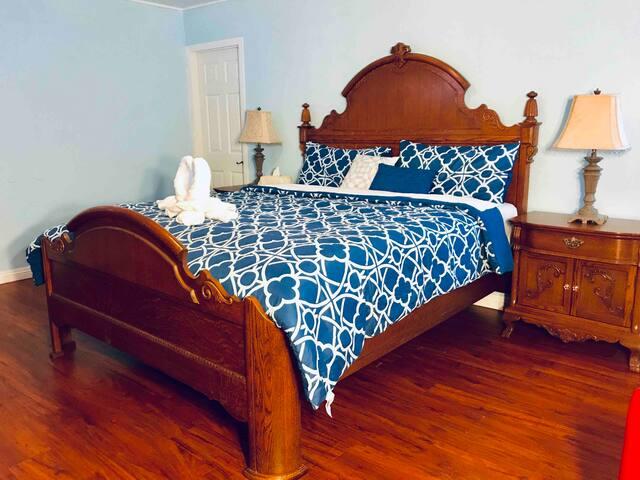 Full Private 2BD/1BA NO Landlord For Single Family