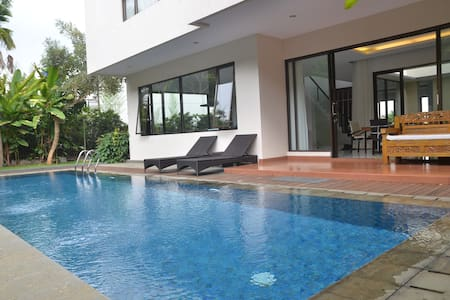 Permai Villa Dago With Pool - Coblong