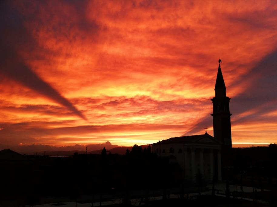 Un suggestivo tramonto dal terrazzo - Amazing sunset view from the terrace.