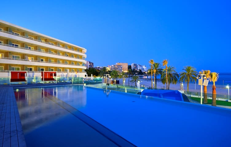 MAGALUF BEACHFRONT APARTMENT IN WAVE HOUSE HOTEL - Magaluf - Pis