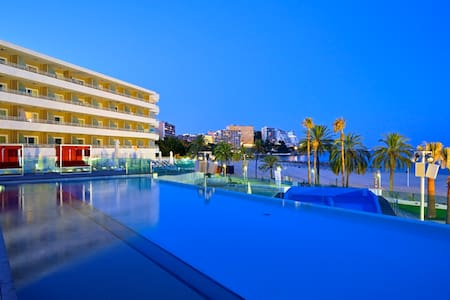 MAGALUF BEACHFRONT APARTMENT IN WAVE HOUSE HOTEL - Magaluf - 公寓