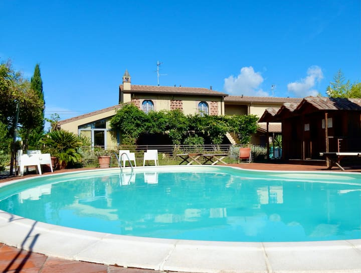 Luxurios villa with pool close to the beach.