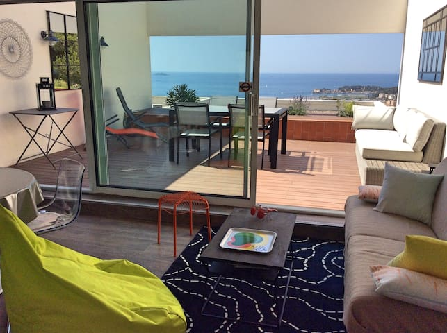 Appart 2 chambres  terrasse vue mer 180°  piscine
