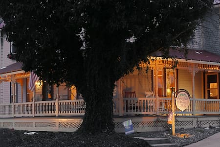 Historic B&B only 3 miles from PSU - Boalsburg - Bed & Breakfast