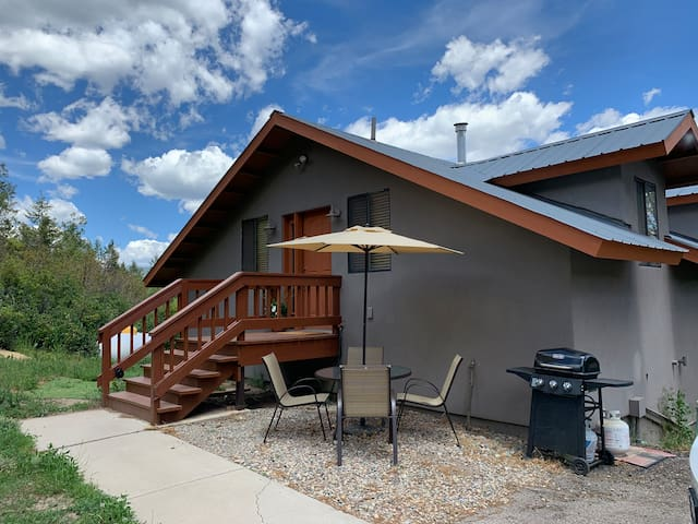 Private mountain guest home only 10 min to town