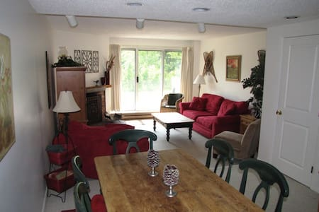 Well maintained updated 4 bdrm, 3 full bath, + den.  Beds for 10.  On four levels. Very well equipped.  Quick walk to town center.  Access to health club and tennis club (daily fee).  Great local hiking, biking, swimming, golf, and family activities.