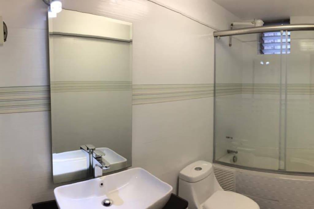 Baño 1/ Bathroom 1